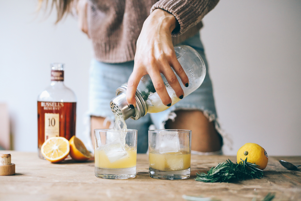 fall cocktail recipe - bourbon rosemary lemon | chasingkendall