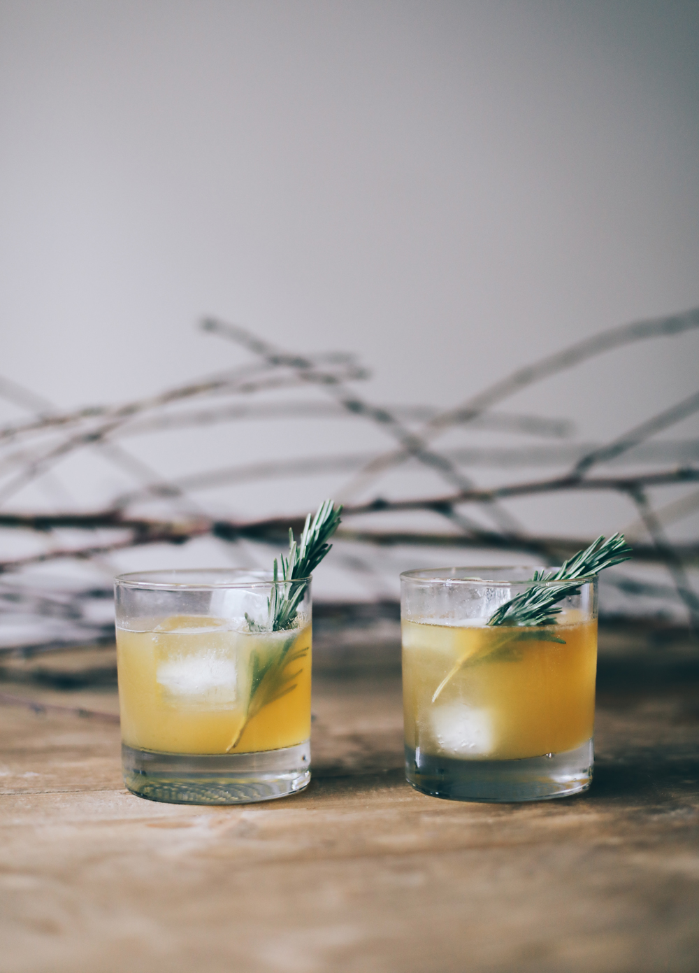 fall cocktail recipe - bourbon rosemary lemon cocktail | chasingkendall
