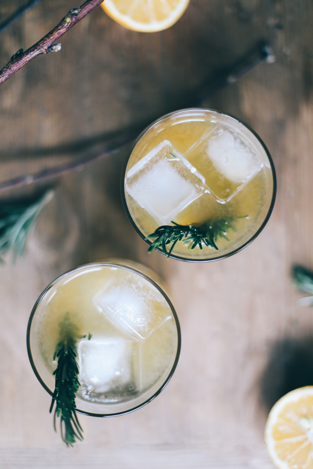 fall cocktail recipe- bourbon rosemary lemon cocktail | chasingkendall